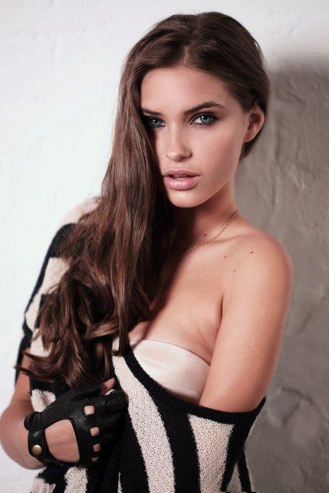 Female model photo shoot of Flesh So Nice in Chippendale