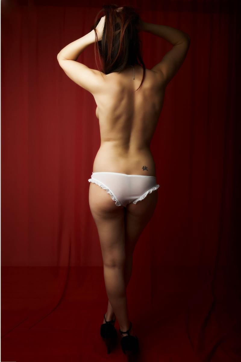 Female model photo shoot of lauralu