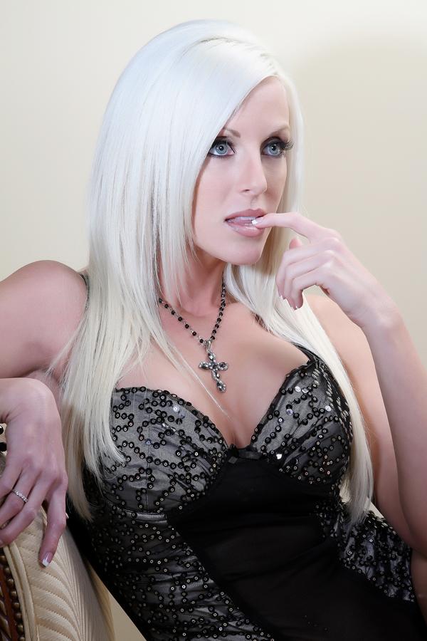 Female model photo shoot of Ashley Sidener
