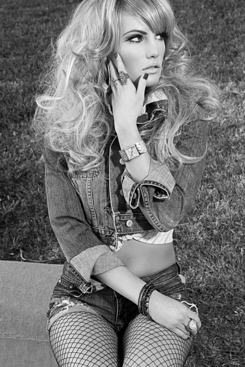 Female model photo shoot of Lisa Michelle Dixon by Phil_Fernandez
