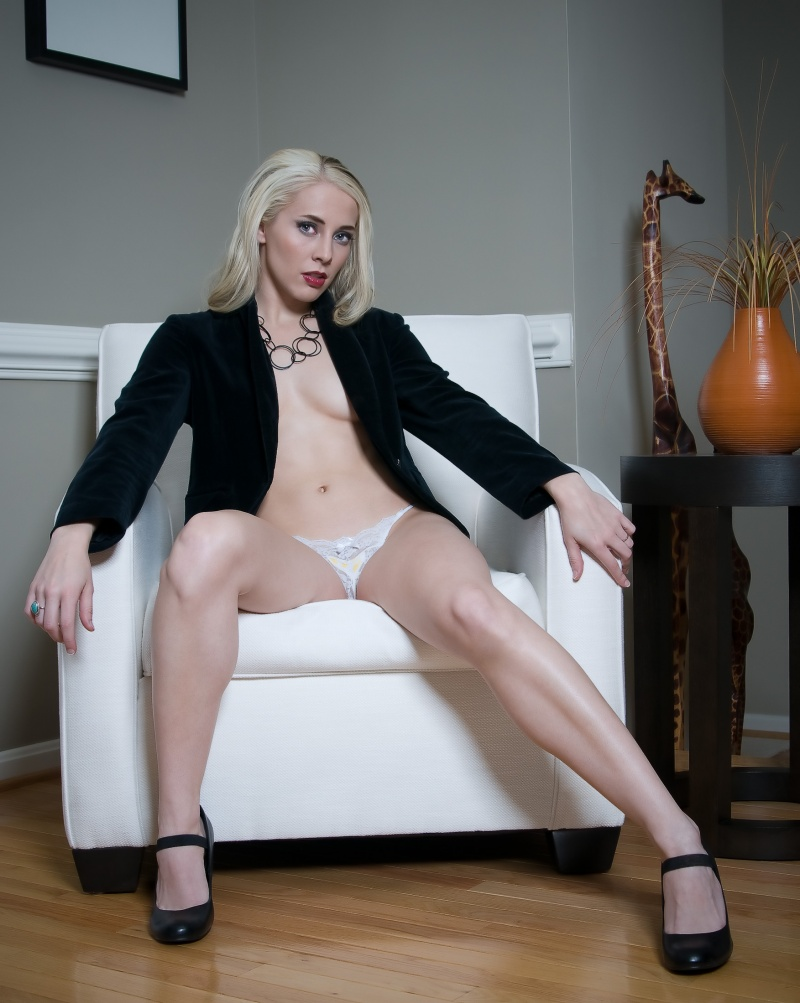 http://photos.modelmayhem.com/photos/110121/11/4d39e1ebcfe93.jpg