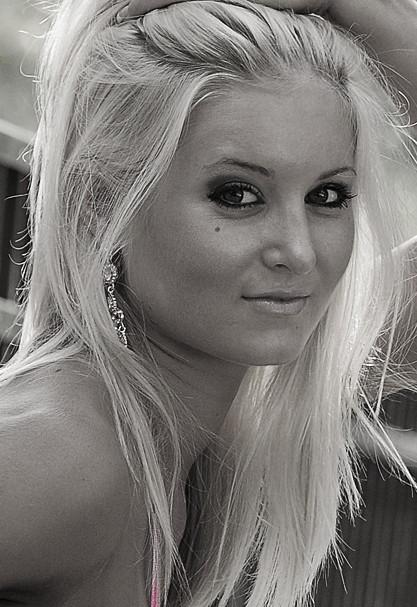 http://photos.modelmayhem.com/photos/110123/08/4d3c5cd88de40.jpg