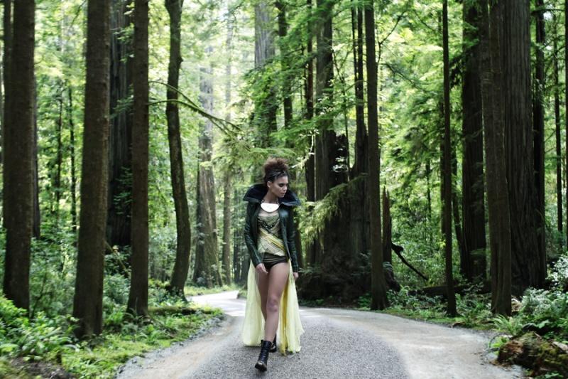 http://photos.modelmayhem.com/photos/110205/10/4d4d95a0e4789.jpg