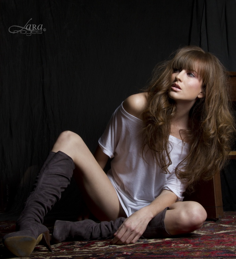 on a rug in my studio Feb 14, 2011 (c) 2011 LARA images Chillin in shirt and boots