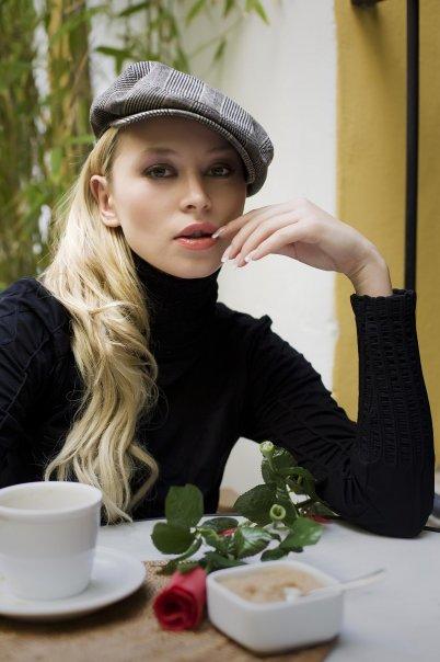 Female model photo shoot of Natasha La Torre