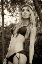 http://photos.modelmayhem.com/photos/110221/16/4d630320157c5_m.jpg