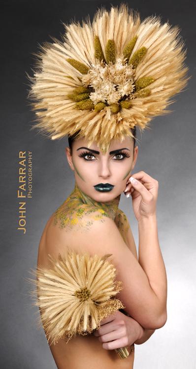 http://photos.modelmayhem.com/photos/110225/18/4d685efc5bb7c.jpg
