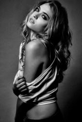 http://photos.modelmayhem.com/photos/110228/20/4d6c77601719c_m.jpg