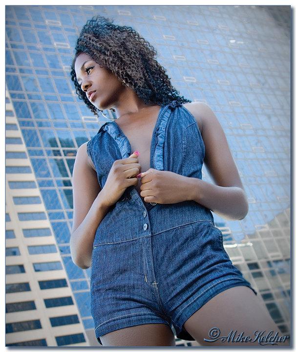 http://photos.modelmayhem.com/photos/110302/12/4d6ea35505693.jpg