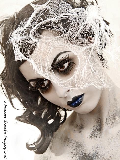 Mar 02, 2011 Calamity Amelie by Shannon Brooke Makeup: Jennifer Corona