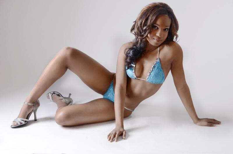 Female model photo shoot of Myi Chuntal