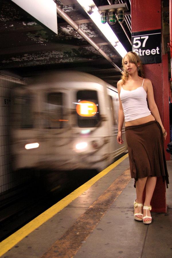 http://photos.modelmayhem.com/photos/110308/13/4d76a14710b7b.jpg