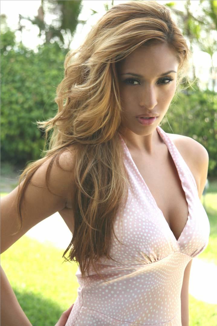 Female model photo shoot of Melanie Tillbrook in Miami Beach