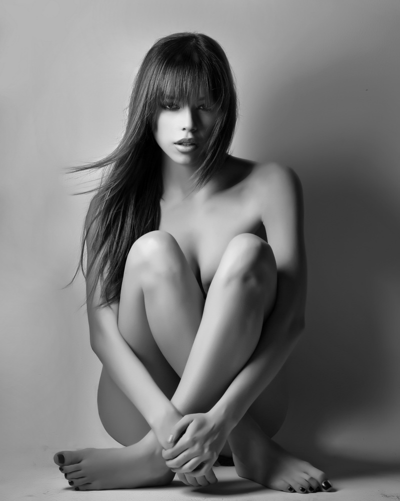 my studio Costa Mesa CA Mar 27, 2011 phillip ritchie the beautiful sensual Brittany  Binger pretending to be naked, but she has left the Mayhem