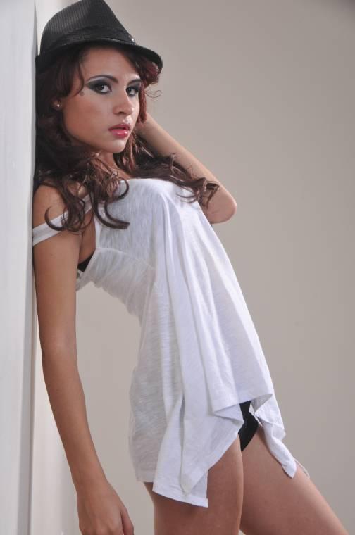 Female model photo shoot of Raissa R Lyra