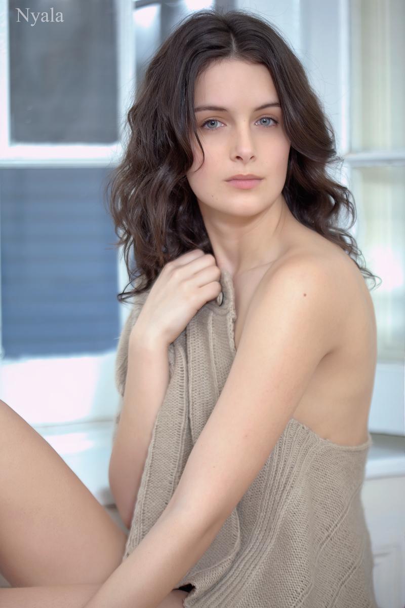 https://photos.modelmayhem.com/photos/110406/19/4d9d240af2425.jpg