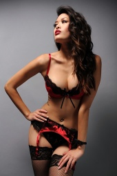 http://photos.modelmayhem.com/photos/110407/00/4d9d649a4fa16_m.jpg