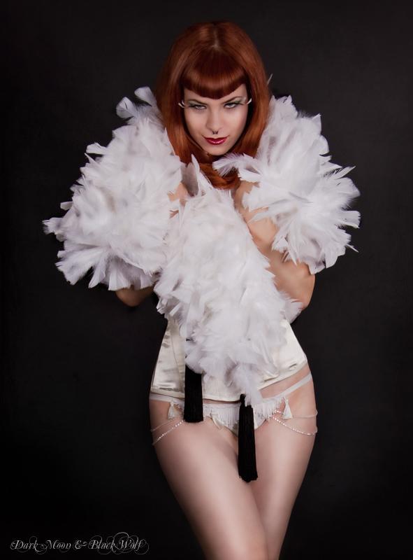 Apr 10, 2011 Photography & PostWork: DarkMoon & BlackWolf MUA: Sandra Acuña Model: Evita Mansfield
