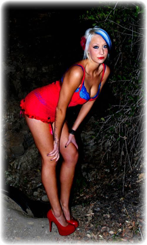 Female model photo shoot of Mary deatHart