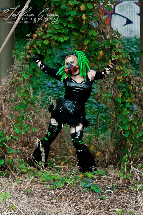 Female model photo shoot of Reizvoll in Blackwood