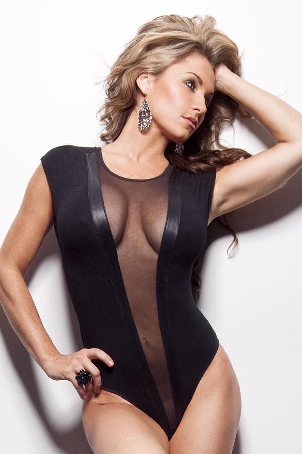 Female model photo shoot of Nikki Lynn Bently