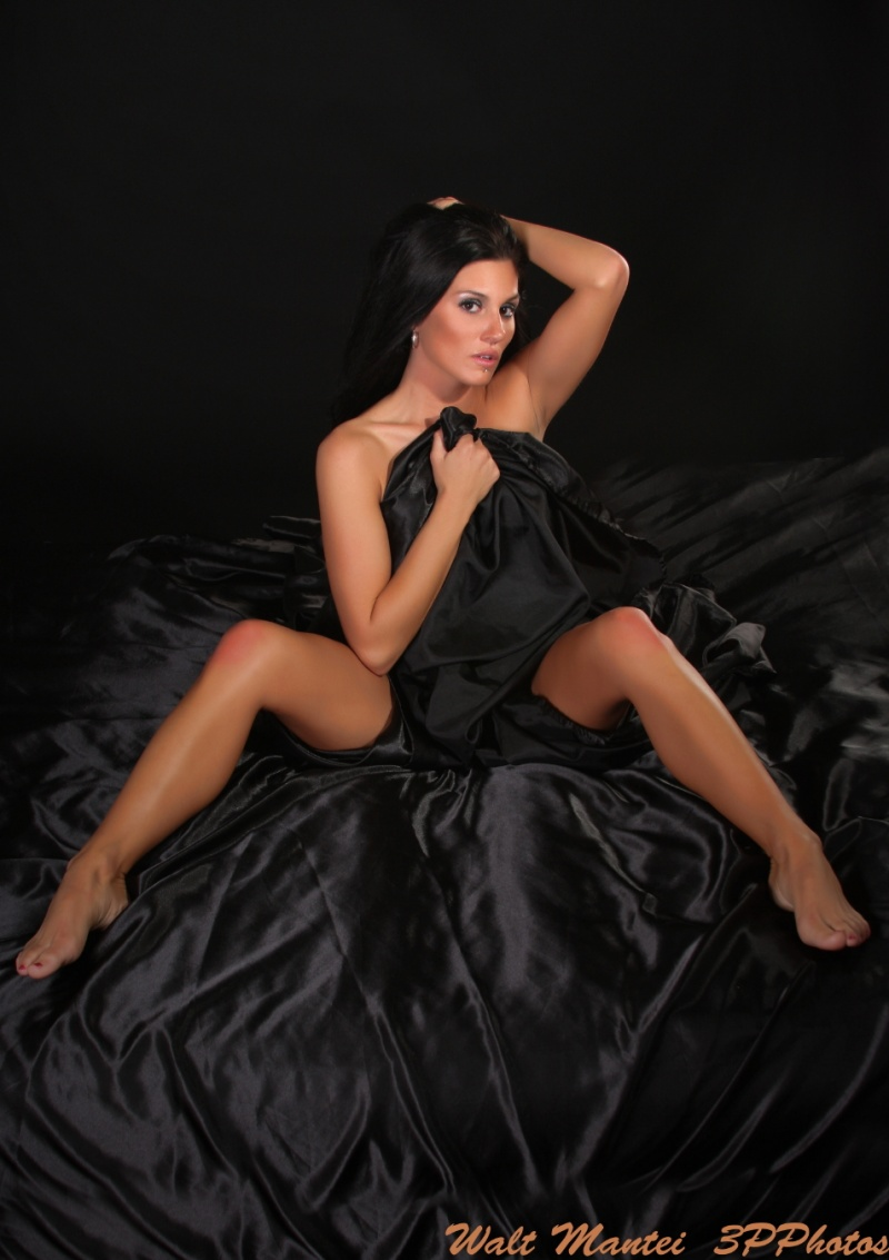 http://photos.modelmayhem.com/photos/110505/17/4dc34430570bd.jpg