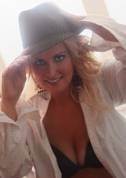 Female model photo shoot of Greeneyesmz