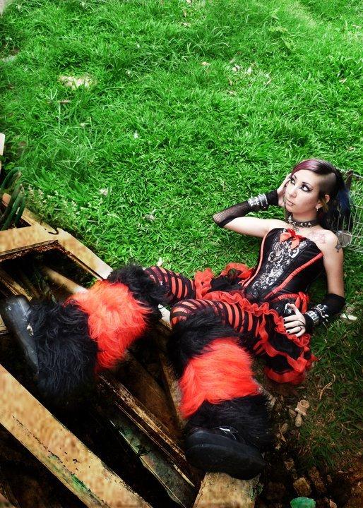May 17, 2011 Fluffy Leg Warmers by Tragic Beautiful *_* http://www.facebook.com/tragicbeautiful http://www.tragicbeautiful.net/
