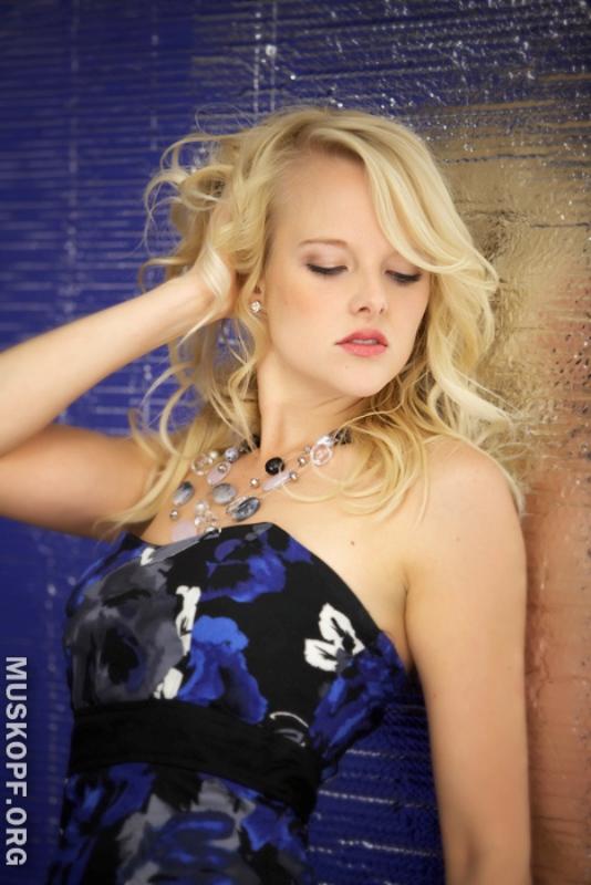 Female model photo shoot of Kate Avery