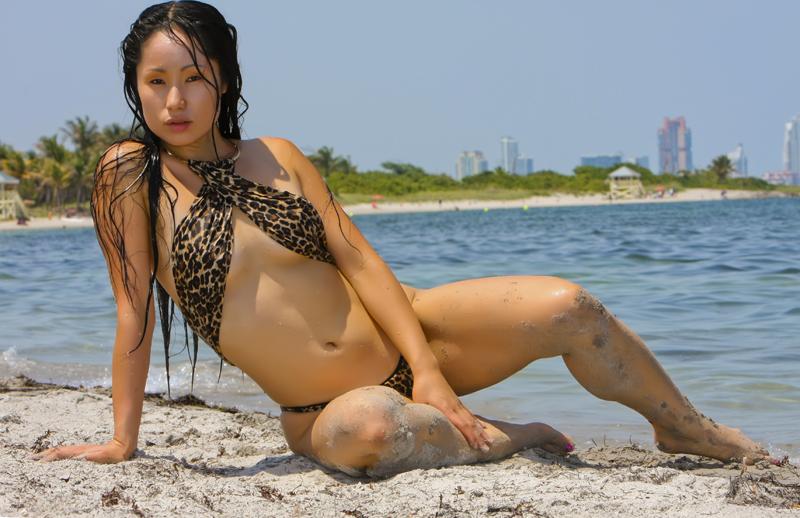 http://photos.modelmayhem.com/photos/110519/01/4dd4d2ec87956.jpg