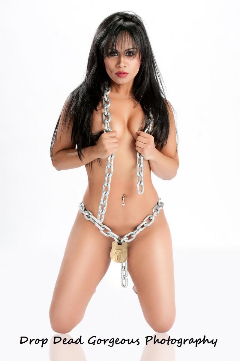 http://photos.modelmayhem.com/photos/110520/21/4dd746a76b331.jpg