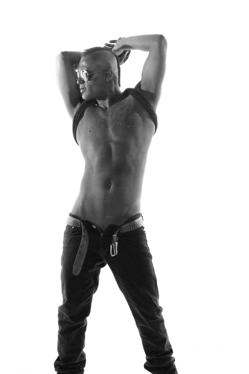 Male model photo shoot of Roham Da Mirz
