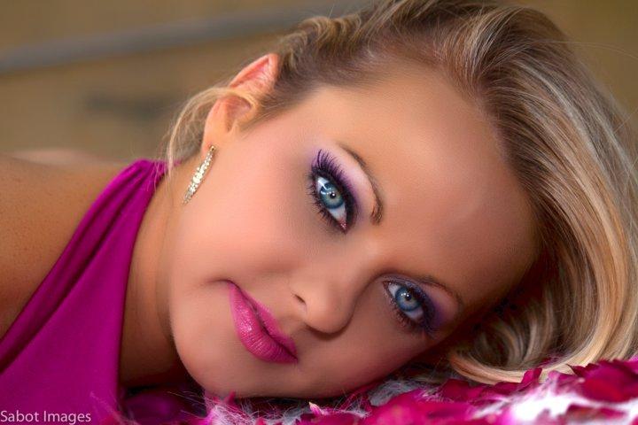 http://photos.modelmayhem.com/photos/110524/18/4ddc55cf9f95b.jpg
