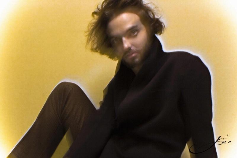 Female model photo shoot of Je' Bo