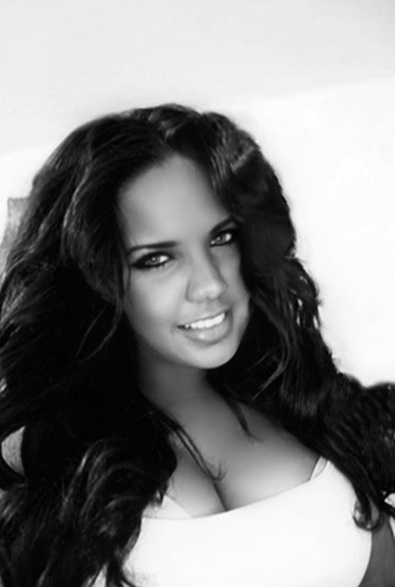 Female model photo shoot of -A L L E X A N D R R A-