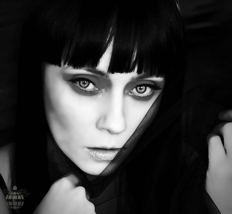Female model photo shoot of Charlyko