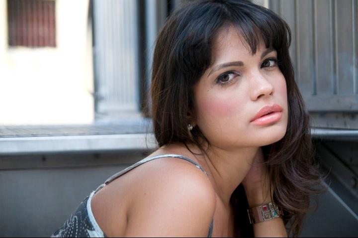 Female model photo shoot of Lara Guimarães