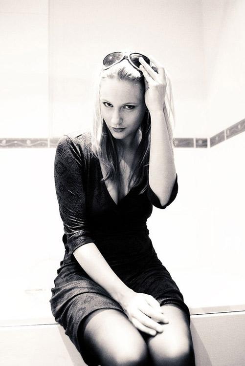 Female model photo shoot of Ruth
