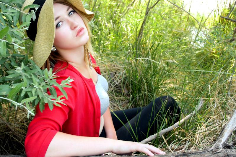 http://photos.modelmayhem.com/photos/110612/00/4df4696fc5594.jpg
