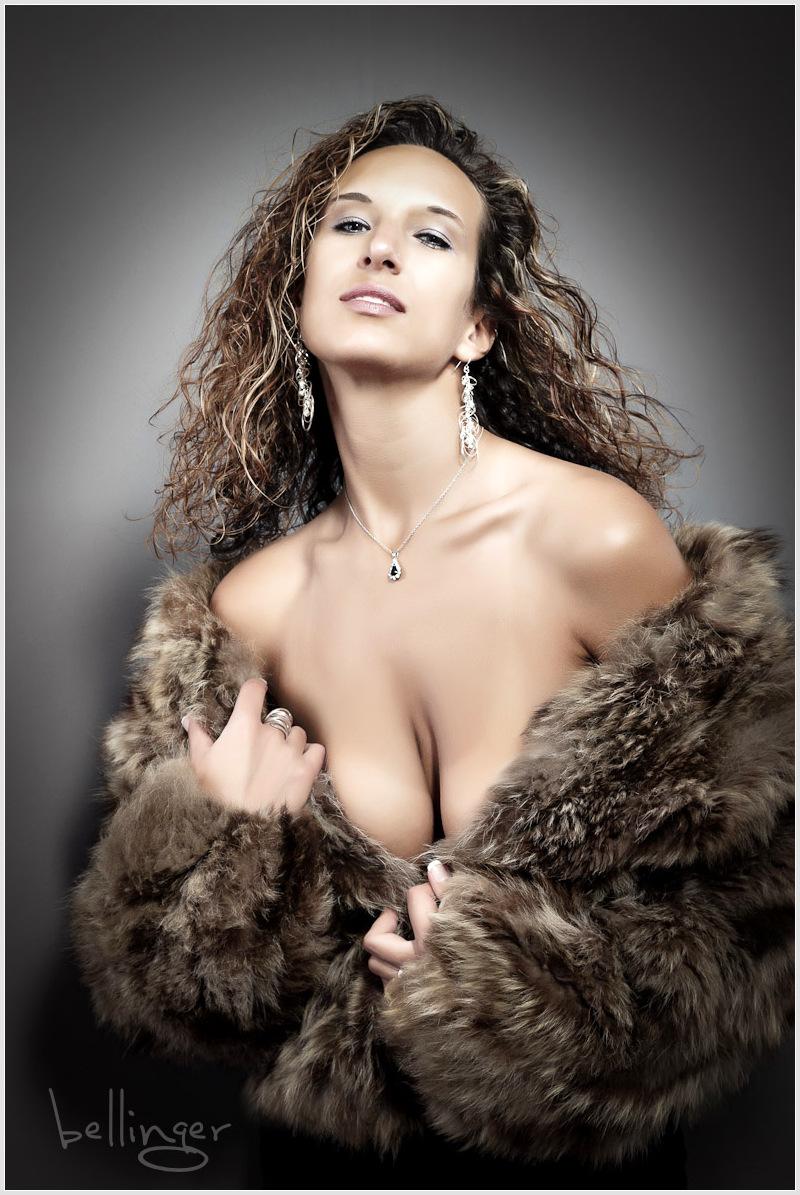 http://photos.modelmayhem.com/photos/110613/21/4df6e1cab354e.jpg