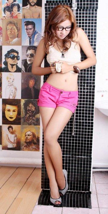 Female model photo shoot of Malibu_Mulan