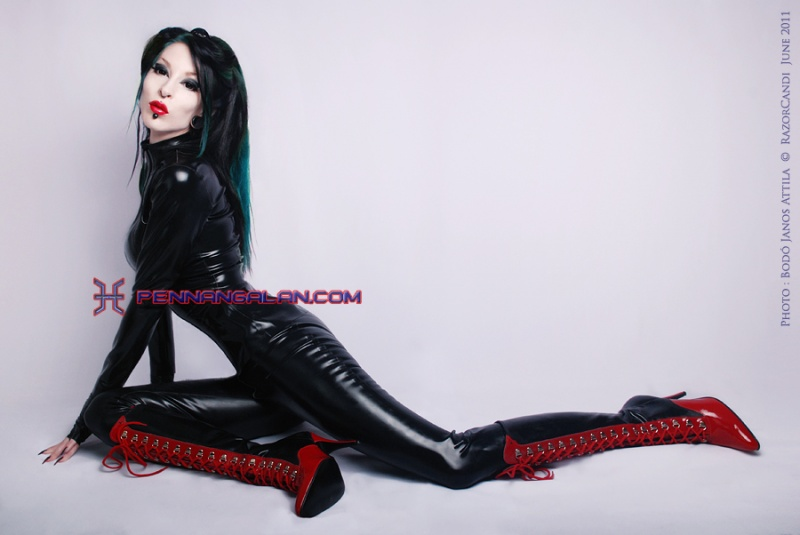 Female model photo shoot of Razor Candi