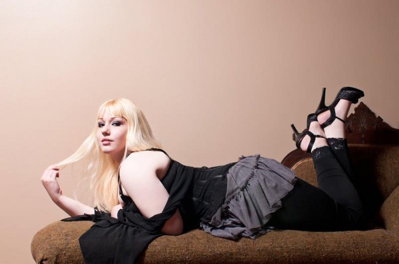 Female model photo shoot of Dolly Daze by Echo G