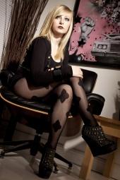 http://photos.modelmayhem.com/photos/110628/11/4e0a1b390c0e8_m.jpg