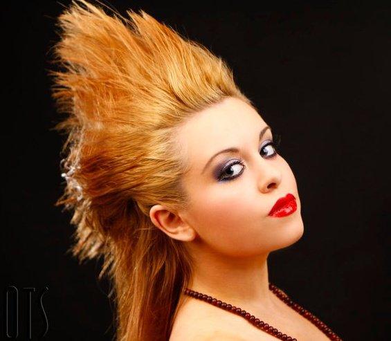 Female model photo shoot of Laura Louise Scott