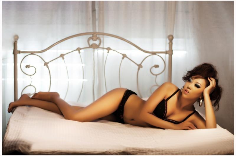 Female model photo shoot of Sarah.z