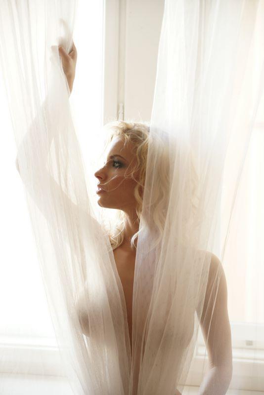 Female model photo shoot of Zuzii