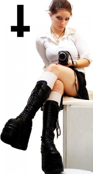 Female model photo shoot of Erica RikkiMuffin