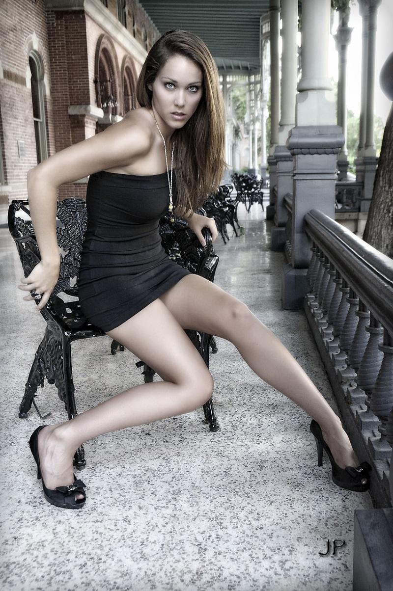 http://photos.modelmayhem.com/photos/110707/19/4e166e37f40dd.jpg