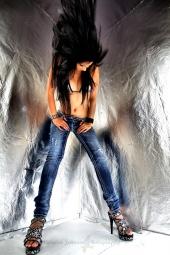 http://photos.modelmayhem.com/photos/110710/14/4e1a135a147fb_m.jpg